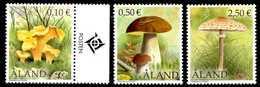 ALAND 2003** - Funghi / Mushrooms - 3 Val. MNH, Come Da Scansione. - Funghi