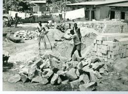 Photo Zaïre Kinshasa Construction D'une Maison   Vers 1987-88 Photo-service PP. Blancs - Afrique