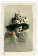 Portrait D'une Femme Avec Un Superbe Chapeau - Mode - Femmes