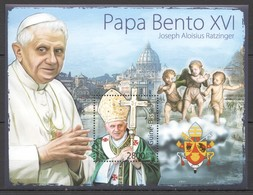 Y330 2011 GUINE GUINEA-BISSAU GREATEST HUMANISTS TRIBUTE TO POPE BENEDICT XVI 1BL MNH - Papes