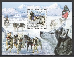Y346 2011 GUINE GUINEA-BISSAU FAUNA PETS NORTHERN SLED DOGS CAES DE TRENO BL MNH - Chiens