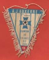 RARE Fanion Pub Crédit Agricole & Foot Ancien 79-80 AJ Auxerre Champion De France 1er Division En Tissu 12x9.5cm - Habillement, Souvenirs & Autres