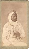 Photographie Ancienne De Noir, Sans Doute Un Militaire à Constantine, Zouave Ou Tirailleur, Photo Cdv Vers 1900 - Anciennes (Av. 1900)