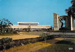 Afrique  TOGO Lomé Le Monument De L'Indépendance Et La Maison Du Rassemblement Du Peuple  ( Chareton 7611) *PRIX FIXE - Togo