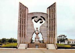 Afrique  TOGO LOME Monument De L'Indépendance  (A)  (:Photo Studio KAP) *PRIX FIXE - Togo