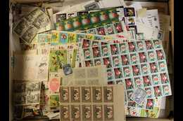 SMALL JUNKER CARTON A Small Box Stuffed With An All Period, Mint, Nhm & Used, Unchecked World Assortment On Dealers Stoc - Unclassified