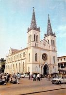 Afrique  TOGO LOME La Cathédrale Du Sacré Coeur (auto Voiture) ( Photo Studio KAP) *PRIX FIXE - Togo