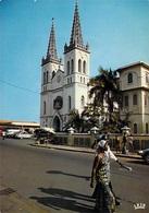 Afrique  TOGO LOME La Cathédrale  (auto Voiture CITROEN 2 CV) (  Photo Chareton 7610) *PRIX FIXE - Togo