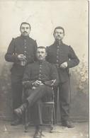 45  MONTARGIS   3  MILITAIRE  AVEC  NO   82  SUE  LE  COL(   L  COUDE  PHOTOGRAPHE  A  MONTARGIS ) - Regiments