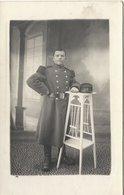 55  SAINT  MIHIEL      MILITAIRE  AVEC  NO   166  SUR  LE  COL(   SCHNEIDER PHOTOGRAPHE  A  ST  MIHIEL  ) - Regiments
