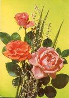 RAMO DE TRES ROSAS CON PEQUEÑAS FLORES BLANCAS / BOUQUET OF ROSES WHIT WHITE FLOWERS - POSTAL POSTCARD -LILHU - Bloemen