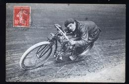 COUREURS CYCLITES BERNETTE SUR MOTO - Cyclisme