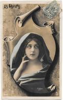 CPA. FEMMES.... ARTISTIQUE... CARTE BRILLANTE..ART NOUVEAU....ROBINNE..LES ENSEIGNES..  TBE.REUTLINGER..SCAN - Femmes