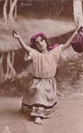 MIGNON. FILLE, ARTISTE A IDENTIFIER. THEATER; COLORISE. NON CIRCULEE. CIRCA 1900s - BLEUP - Beroemde Vrouwen