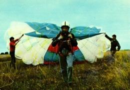 PARACHUTISME , PARA CLUB SPORTIF De L'association Des Français Libres , Parachute Ascensionnel Au Départ - Parachutisme