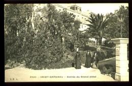 SAINT-RAPHAEL -  2422 : Entrée Du Grand Hôtel  (animée)  - Edit. : S.R.A. - Saint-Raphaël