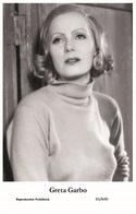 GRETA GARBO - Film Star Pin Up PHOTO POSTCARD- Publisher Swiftsure 2000 (65/640) - Postales
