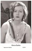 GRETA GARBO - Film Star Pin Up PHOTO POSTCARD- Publisher Swiftsure 2000 (65/639) - Postales