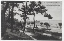 ARCACHON - N° 10 - VUE SUR LA JETEE ET LE BOULEVARD PROMENADE - CPA NON VOYAGEE - Arcachon