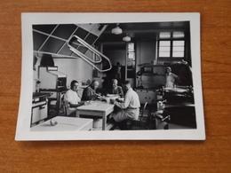 WW2 GUERRE 39 45 NIORT SOLDATS ALLEMANDS CUISINE HOPITAL A TABLE INFIRMIERE - Niort