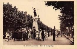 NIEVRE  58  COSNE SUR LOIRE  PLACE DE LA REPUBLIQUE - Cosne Cours Sur Loire