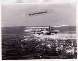 PHOTO - 13 - BERRE L' ETANG - ESCADRILLE D'HYDRAVIONS En Ligne Pour Décollage Vue Arrière Photo De 22,5cm Sur 17 - RARE - Luftfahrt