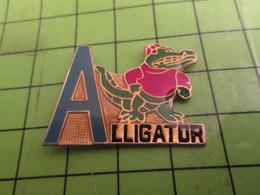 415B Pins Pin's / Rare & Belle Qualité  THEME ANIAMUX / A COMME ALLIGATOR Mais Pas Comme Caiman Ou Crocodile - Tiere