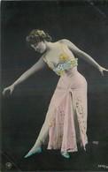 CARTE PHOTO NPG REUTLINGER FEMME ELEGANTE PORTANT ROBE BUSTIER PERLES BALLERINE PAS DE DANSE - Femmes