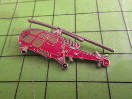 415C Pins Pin's / Rare & Belle Qualité  THEME AVIATION / HELICOPTERE ROUGE PERE NOEL OU POMPIERS - Postwesen