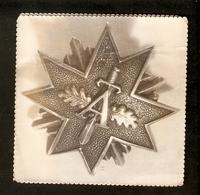 K Old 2 Photos Latvia Pin Badge Order Medal Protecting Guard Distinction Distinctive Sign Letter A Sword Oak Leaves - Photographs