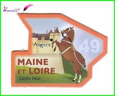 Magnet Le Gaulois Les Départements - 49 Maine Et Loire Angers Cadre Noir - Magnets