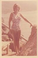 RUSSIA. A PHOTO. BEACH, SEA. BEAUTIFUL GIRL IN SWIMWEAR. *** - Fotos