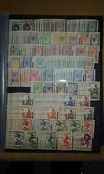 Mauritanie : Stock (lot) De Timbres Neufs ** Et * Mélangés Et D'oblitérés - + De 350 Timbres - TB état Général - Mauritanie (1906-1944)