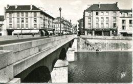 CPSM -  LAVAL - LE PONT NEUF ET RUE DE LA PAIX - Laval