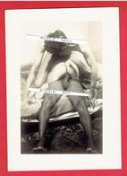 PHOTOGRAPHIE ARGENTIQUE MAISON CLOSE PROTITUEE ET 2 HOMMES VERS 1920 - Bellezza Femminile Di Una Volta < 1921-1940