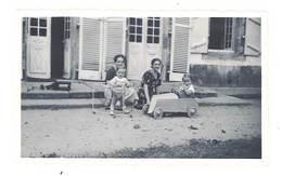 Photo Enfant & Sa Voiture à Pédale, Famille    ( PH ) - Personnes Anonymes