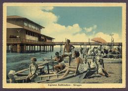 LIGNANO SABBIADORO, Spiaggia - Viaggiata 1950 - Negativo Bianco E Nero Colorato A Mano - Italia