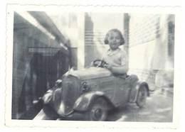 Photo Enfant & Sa Voiture à Pédale    ( PH ) - Personnes Anonymes