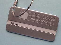 CYAN Group Of Hotels ( Www.cyanhotels.com ) Name Holder ( Zie / Voir Photo ) +/- 8 X 4 Cm. ( Alu ) ! - Cartes D'hotel