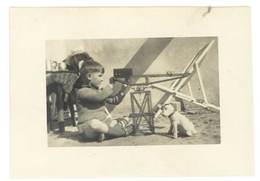 Photo Enfant Et Ses Jouets , Grue    ( PH ) - Personnes Anonymes