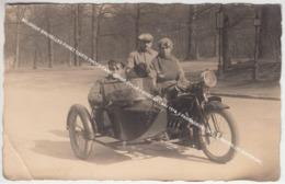 CARTE PHOTO 1910 MOTOR CYCLE SIDECAR N° 4097, 3 PASSAGIERS ENVIRONS HELECINE OU BRUXELLES FORET UCCLE WATERLOO BOITSFORT - Motorfietsen
