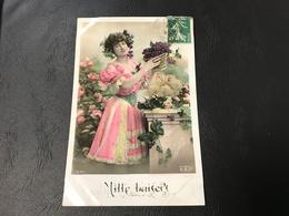 3230 - MILLE BAISERS Femme & Raisin - 1908 Timbrée - Silhouettes
