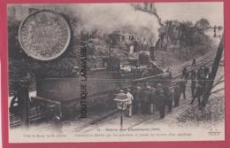 PARIS--GREVE DES CHEMINOTS ( 1910 ) Locomotive Dételée Par Les Grevistes Et Placé En Travers... - Grèves