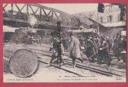 PARIS--GREVE DES CHEMINOTS ( 1910 ) Les Voyageurs Abandonnes Sur La Voie Ferrée---tres Animé.. - Grèves