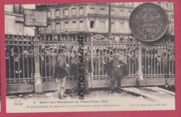 PARIS--GREVE DES CHEMINOTS De L'Ouest-Etat  ( 1910 )La Police Gardant Les Issus De La Gare St Lazare Occupé Militaire - Grèves