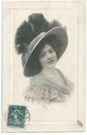Mode - Belle Femme Avec Chapeau - Moda