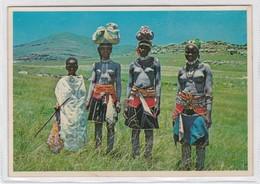 TRANSKEI, TIPICAL SCENE. WOMEN BODY PAINTING ETHNIC TRADITIONAL ART PUBLISHERS LTD. CIRCA 1970s - BLEUP - Afrika