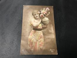 226 - Demoiselle Et Pot De Fleurs - 1919 Timbrée - Silhouettes