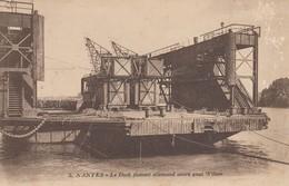 44 - Loire-Atlantique - Nantes - Le Dock Flottant Allemand Ancré Quai Wilson - Nantes