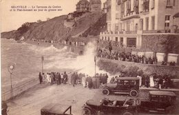 ¤ Granville - La Terrasse Du Casino Et Le Plat-Gousset Un Jour De Grosse Mer - Granville